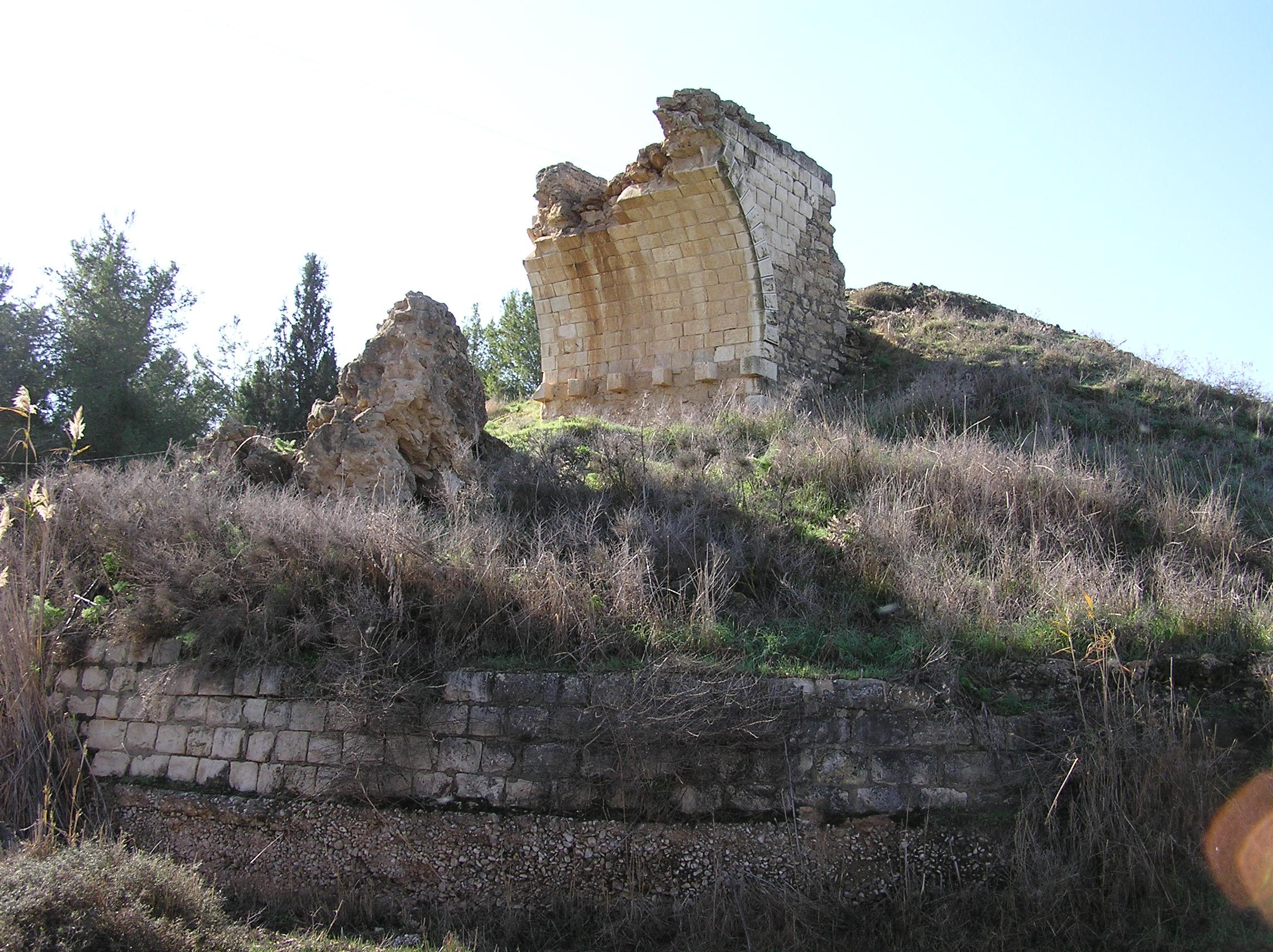 תל נגילה / תצפית נוף והיסטוריה / הגשר התורכי